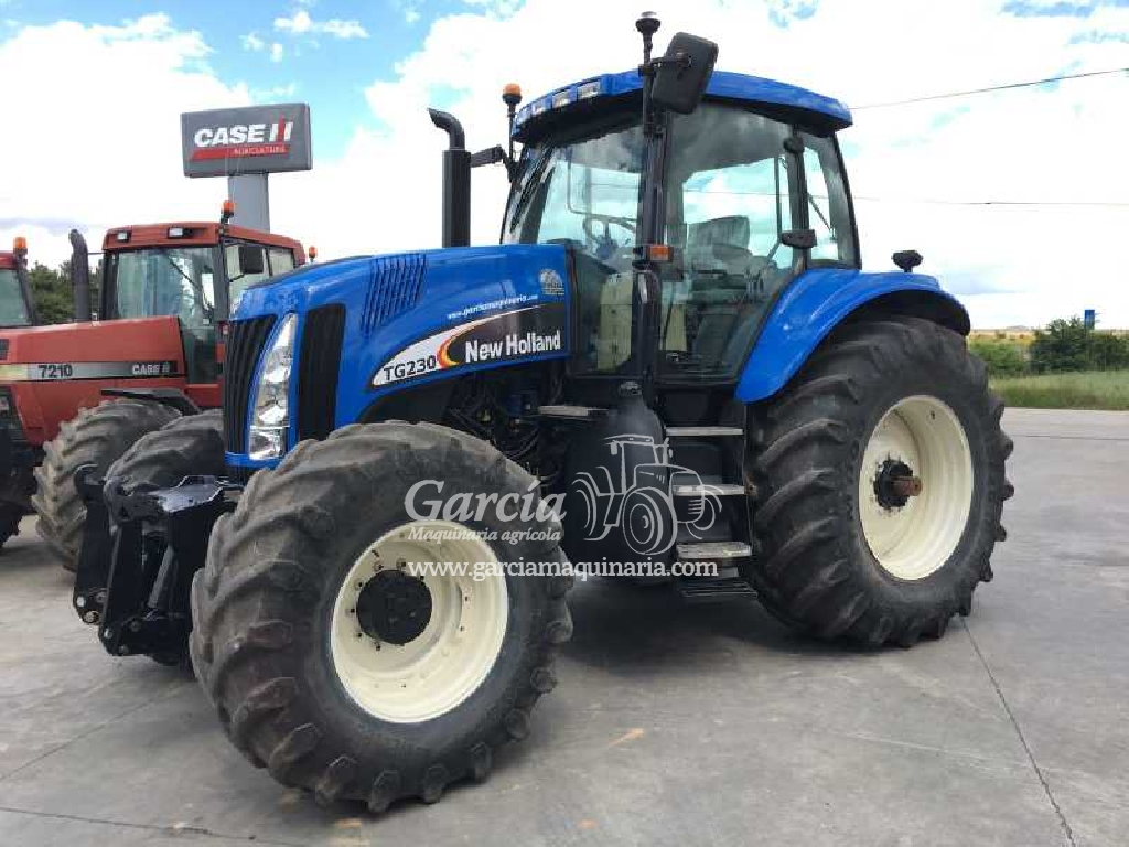 Tracteur NEW HOLLAND TG 230